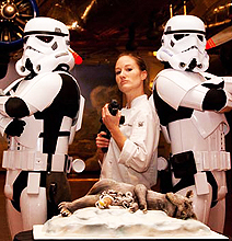 Star Wars Artist Gets Married - But What's Wrong With The Cake?