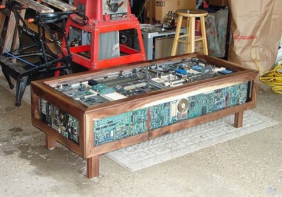 The coffee table any geek would love bit rebels - Table circuit ...