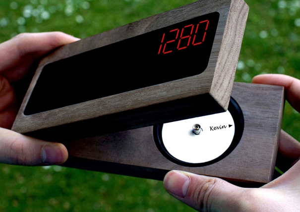 Soft Surveillance: Track Your Friends With A Real Time Compass