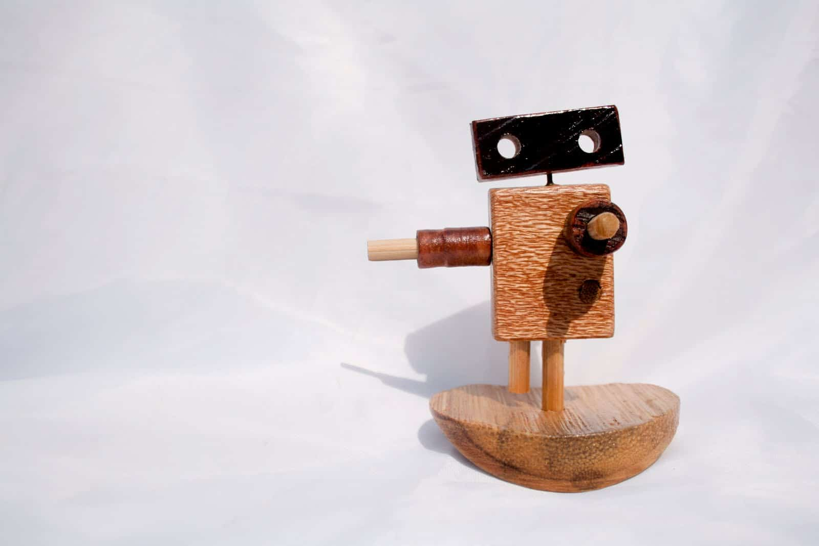 spare wood becomes stunningly cute wooden robots