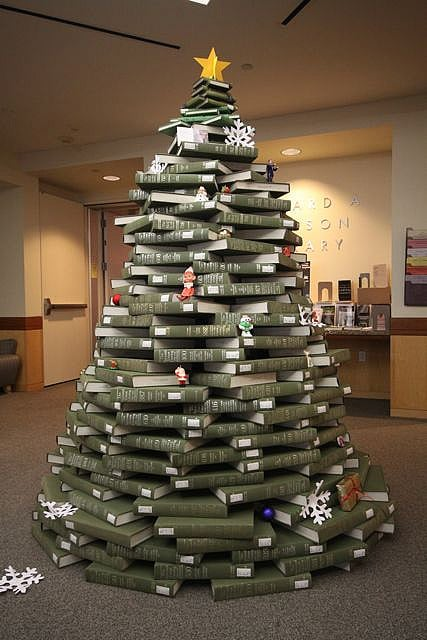 christmas by the book a tree created entirely out of books bit rebels. Black Bedroom Furniture Sets. Home Design Ideas
