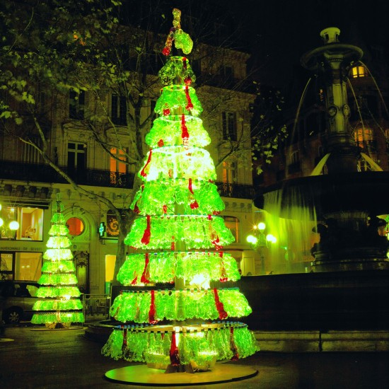 Christmas Tree Decorations Recycled: Recycled Soda Bottles Make For A Stunning Christmas Tree