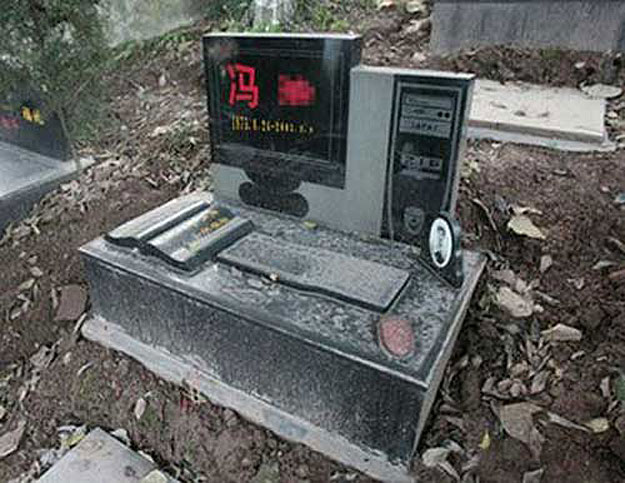 A Geek's Tombstone: Be Honored As A Geek Even After You Die