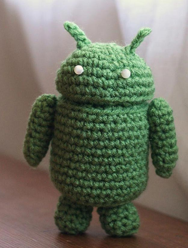 Geeky Granny Inspiration: Adorable Crocheted Androids