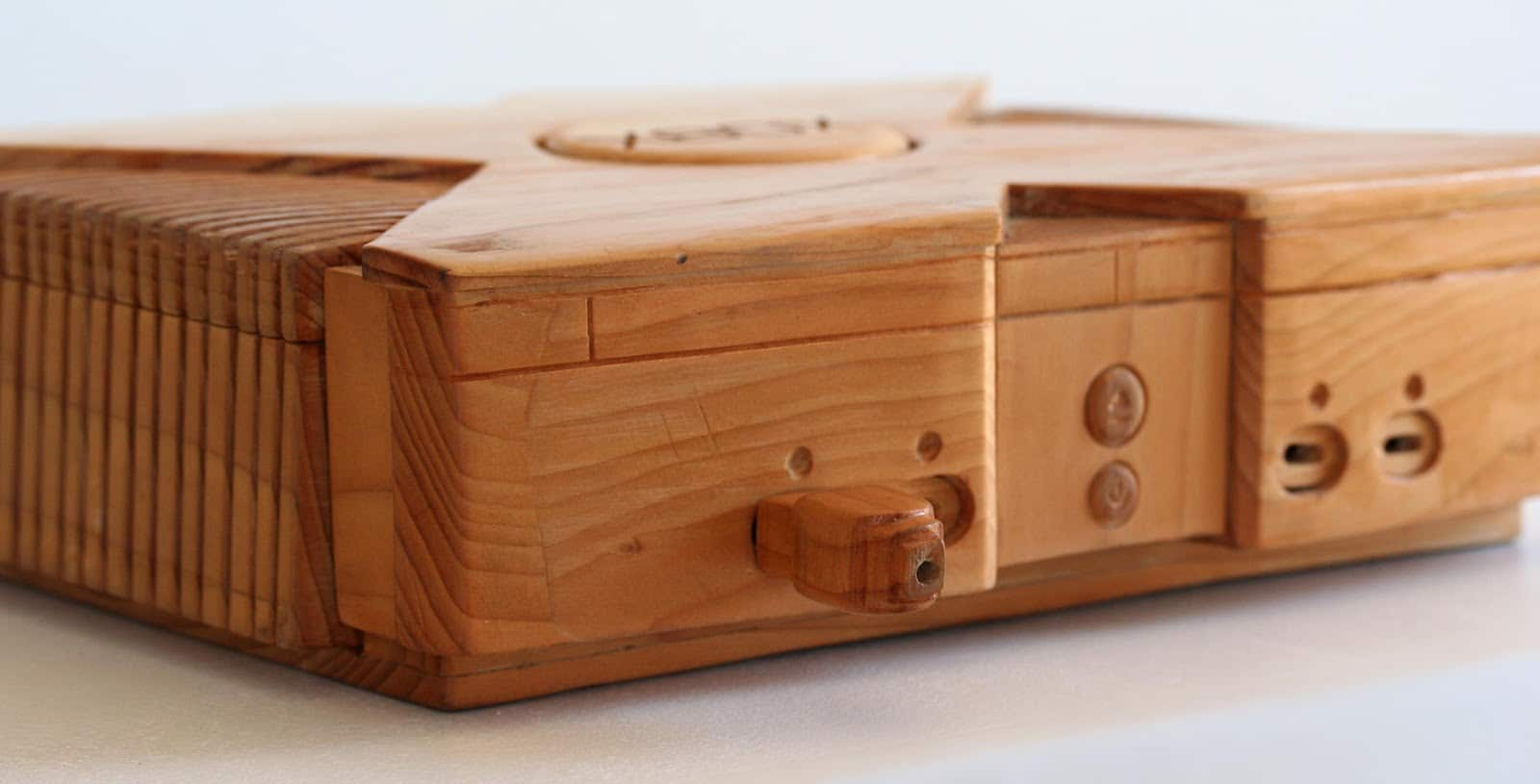 Console Wooden : Wooden XBox: When Playing The Real Console Is Not Enough