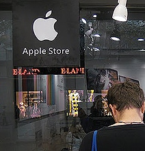 This Is What A Counterfeit Apple Store Looks Like