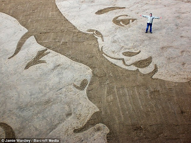 Woah! Enormous Sand Drawings On The Beach