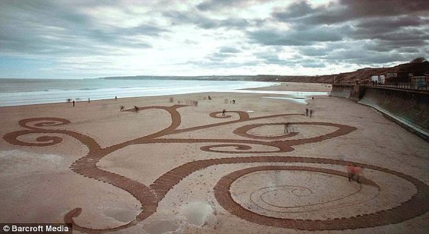 Incredible Beach Drawings In Sand