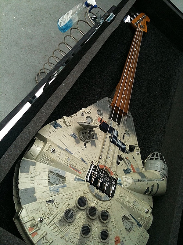 Geektastic: Millennium Falcon Bass Guitar That Works