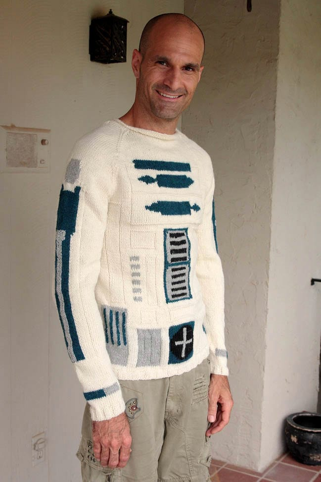 Geeky Knitted R2-D2 Sweater Design