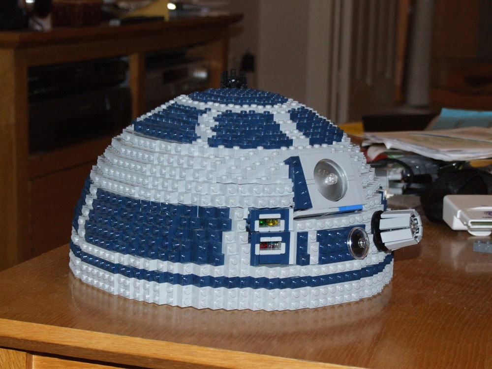 R2-D2 Intricate Feature Lego Build