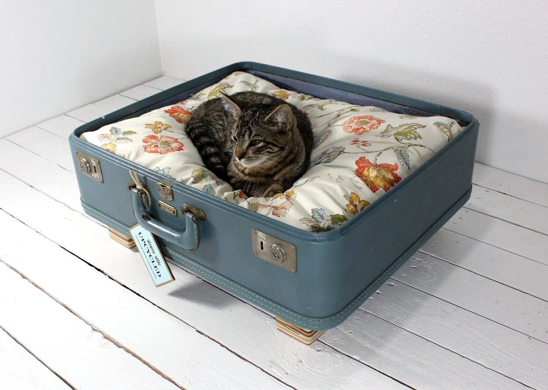 upcycled vintage gear the ultimate pet bed upgrade bit rebels. Black Bedroom Furniture Sets. Home Design Ideas