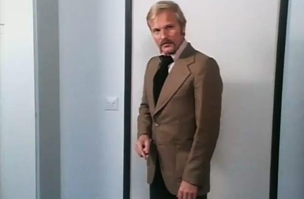 Finnish Instruction Video Opening Door