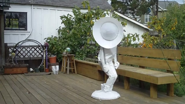 Pixar Lamp: Must Be The Best Costume Ever! [Video]