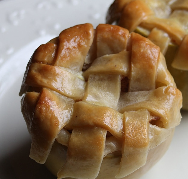 Food Design: A Teeny Tiny Apple Pie Baked Inside An Apple