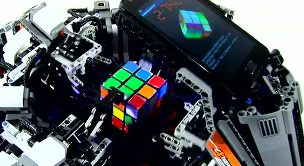 Lego Build Solves Rubik's Cube & Beats The Record