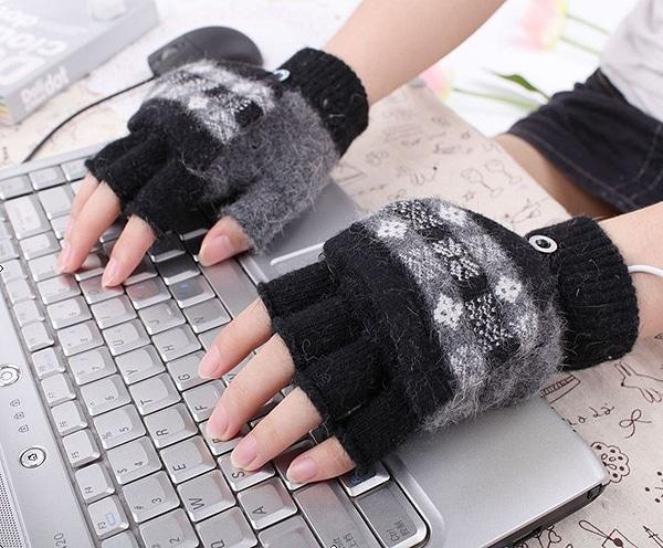 USB Gloves Stay Warm