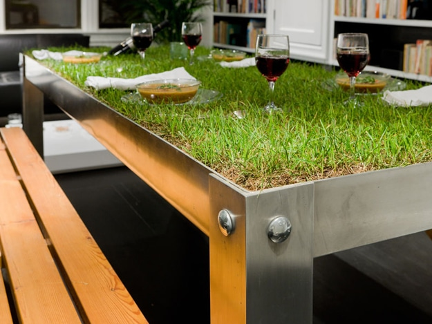 Creative Outdoor Dinner Table