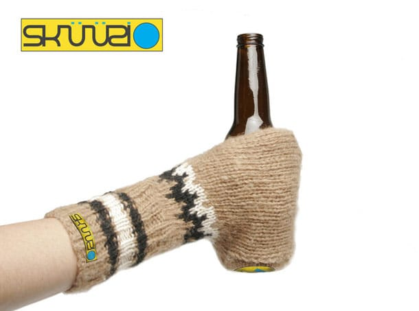 Sküüzi: Badass Beer Glove For Them Cold Days