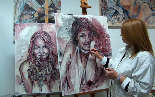 Stunning Portraits Painted With Red & White Wine