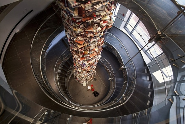 Abraham Lincoln Tribute: Tower Created With 15,000 Books About Him