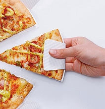 Paper Plate Built Into Pizza Box: No More Greasy Fingers