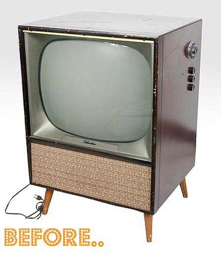 DIY Mod: Retro Television Transformed Into A Badass Bar