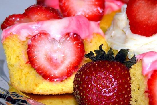Heart-Baked-Inside-Cupcake