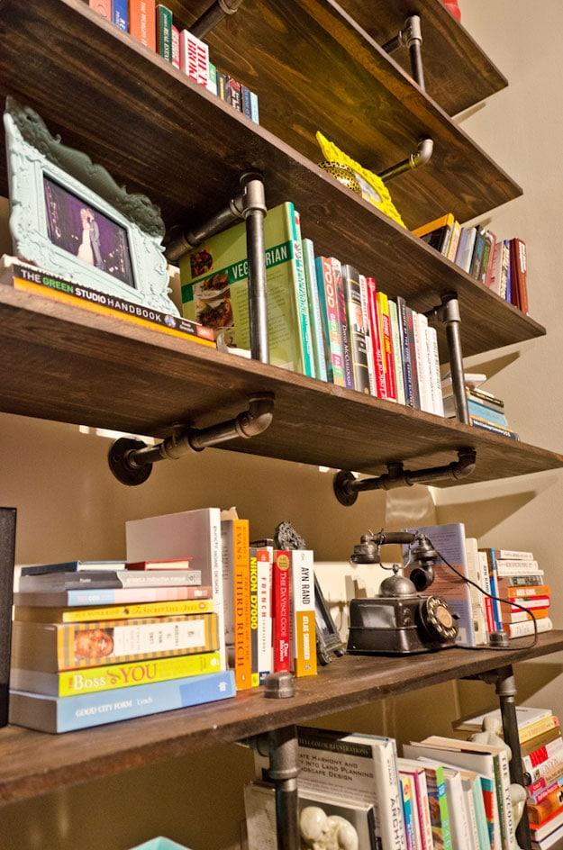Industrial-Pipe-DIY-Bookshelf