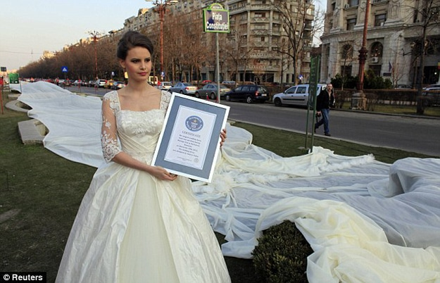 World-Record-Wedding-Dress