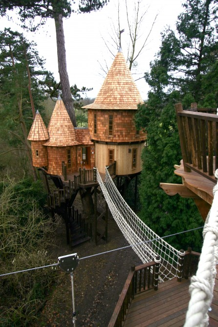 inspiring-ecofriendly-treehouse-castle