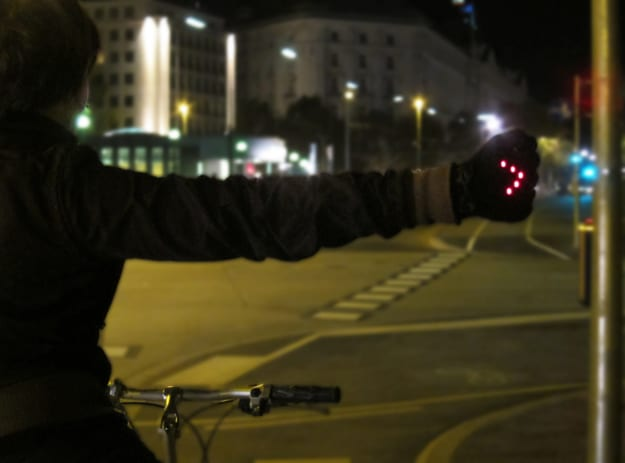 night-gloves-signal-turns