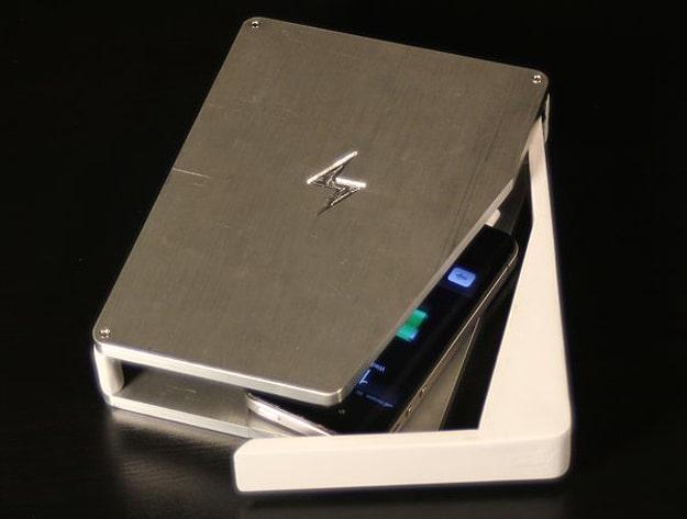 PhoneSoap-Smartphone-Sanitizer-Charger