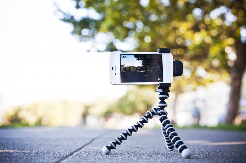 iphone-shutter-grip-accessory