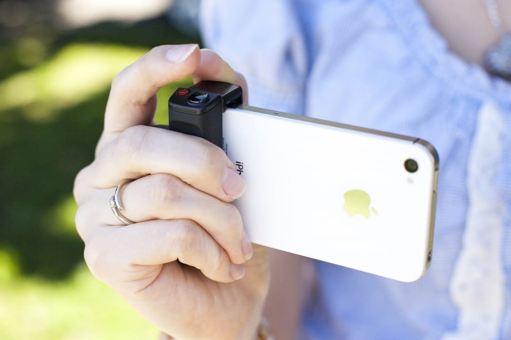 iphone-shutter-grip-accessory
