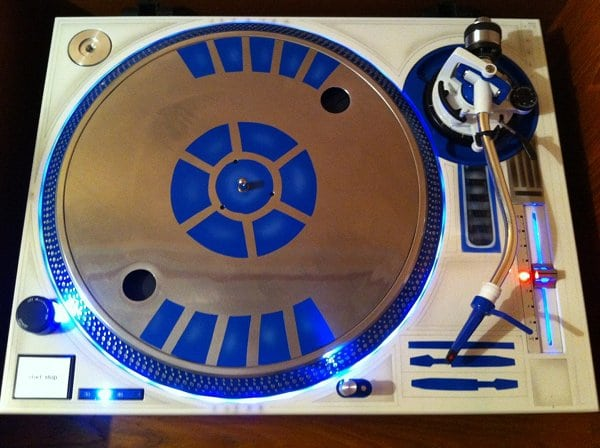 R2D2-Style Vinyl Turntable Is The Future Retro