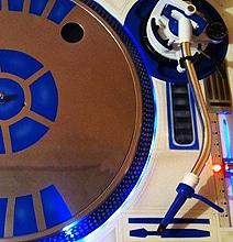 R2D2-Style Vinyl Turntable Is The Future Retro