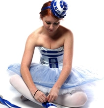 R2-D2 Ballerina Cosplay: This Is The Droid You've Been Looking For