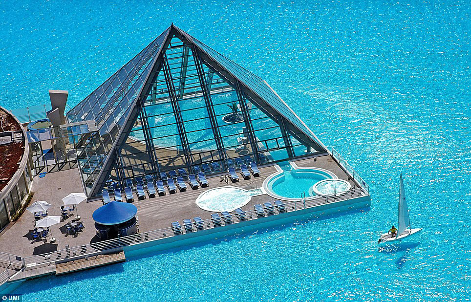 worlds-largest-swimming-pool