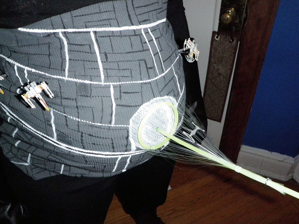 Pregnant-Death-Star-Cosplay