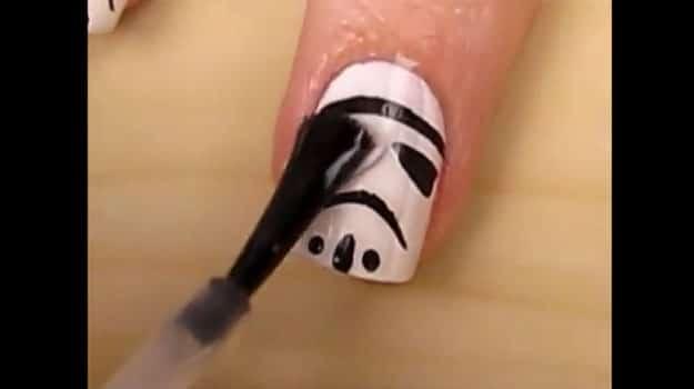 Stormtrooper-Nail-Art-Tutorial