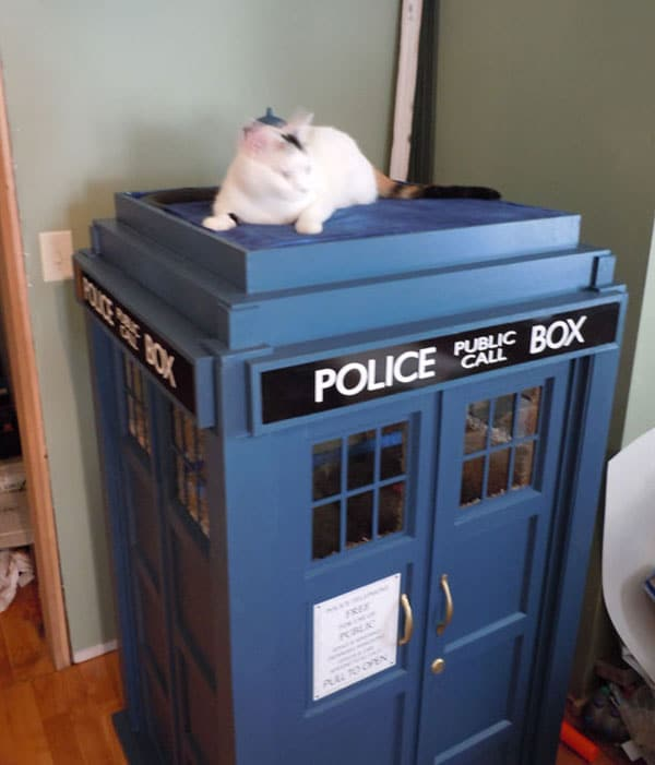 TARDIS-House-For-Cats