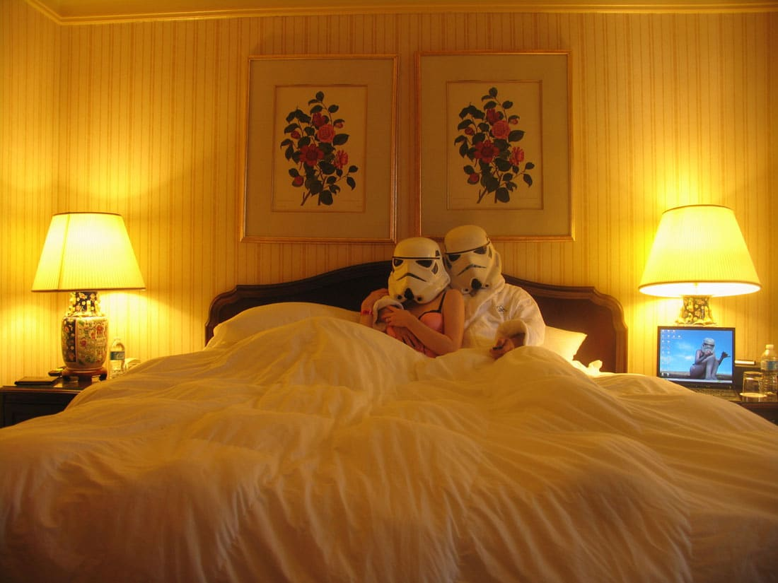 stormtroopers-in-love-at-home