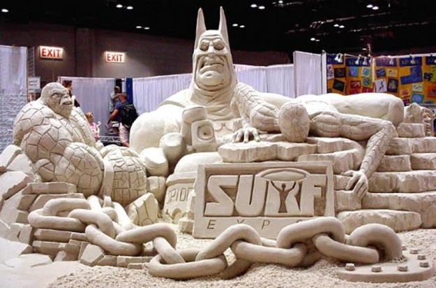 Batman-Spiderman-Sand-art-Sculpture