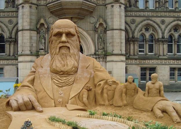 Charles-Darwin-Sand-Art-Scuplture