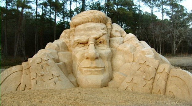 Colbert-Report-Sand-art-sculpture