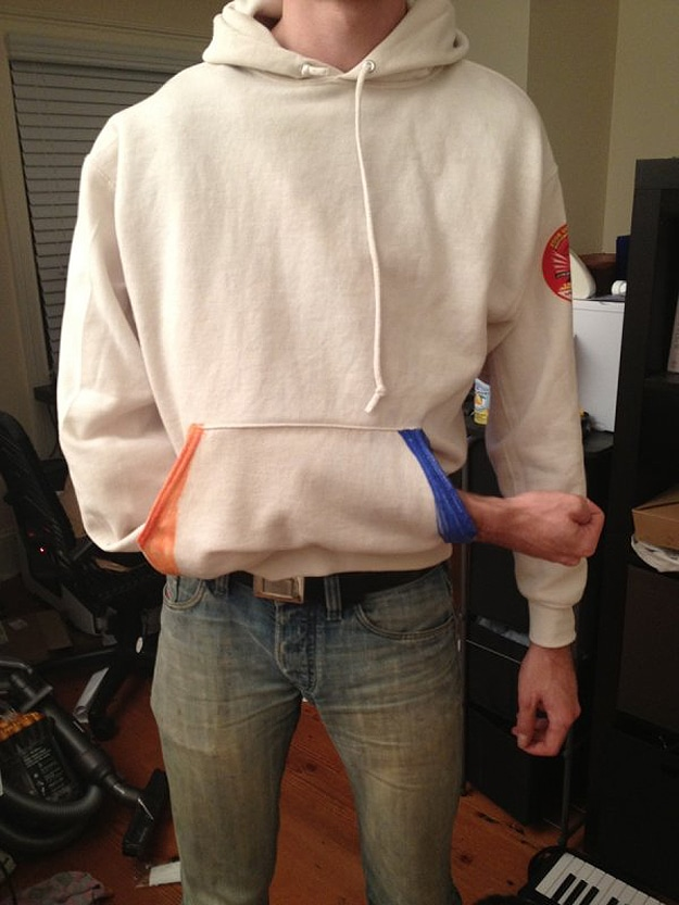 DIY Portal Sweatshirt Complete With Teleporting Illusion