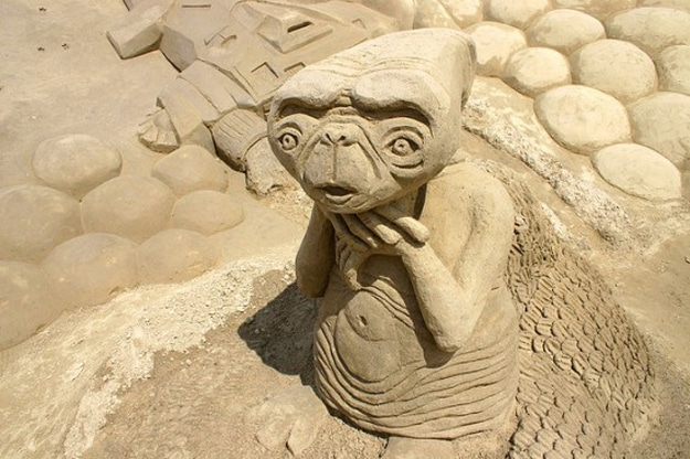 ET-Sand-Art-Sculpture