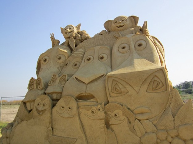 Madagasgar-Sand-Art-Scuplture