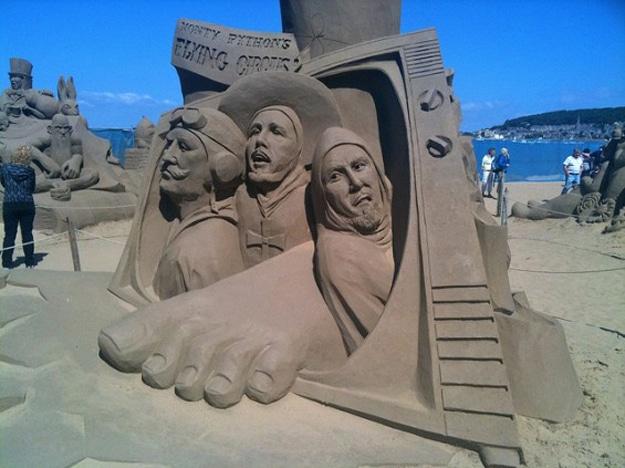 Monty-Python-Sand-Art-Sculpture
